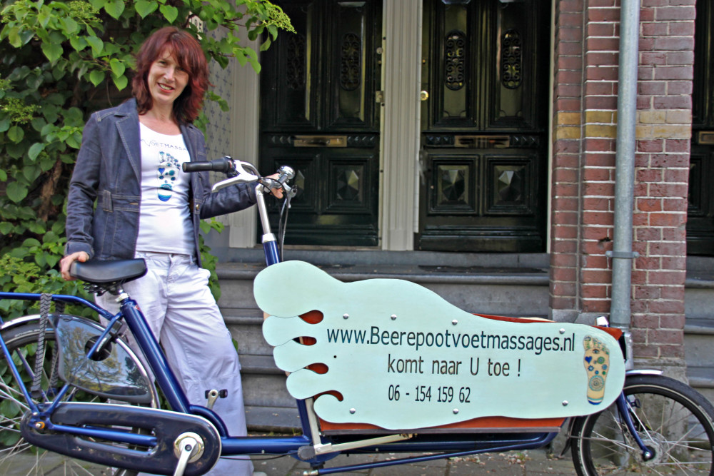 ellen leuker met fiets deuren